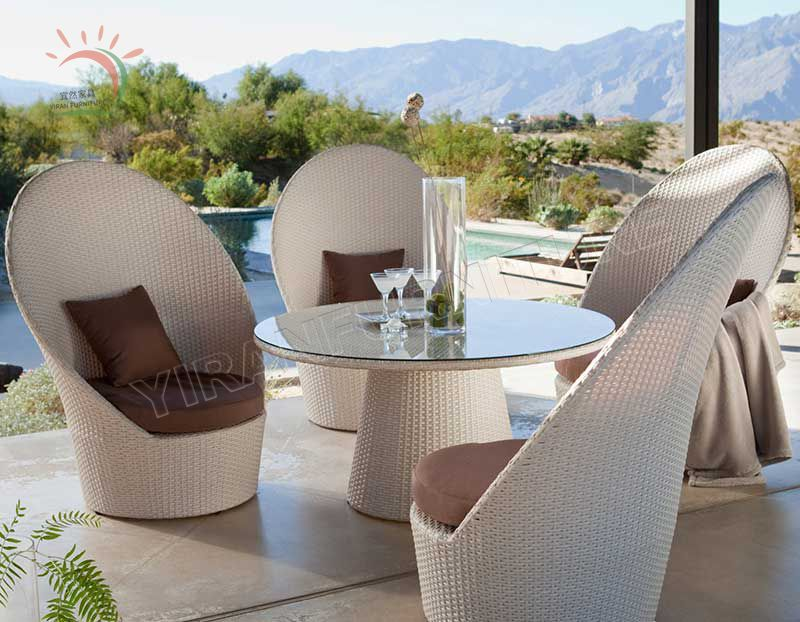 Outdoor Rattan Dinning Chair and Table in Garden Furniture