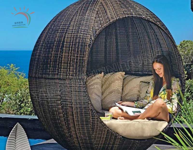 High Quality Indoor Patio Poolside Garden Sun Lounger Outdoor Wicker Beach Round Sofa Daybed with Canopy Rattan Chaise Sunbed