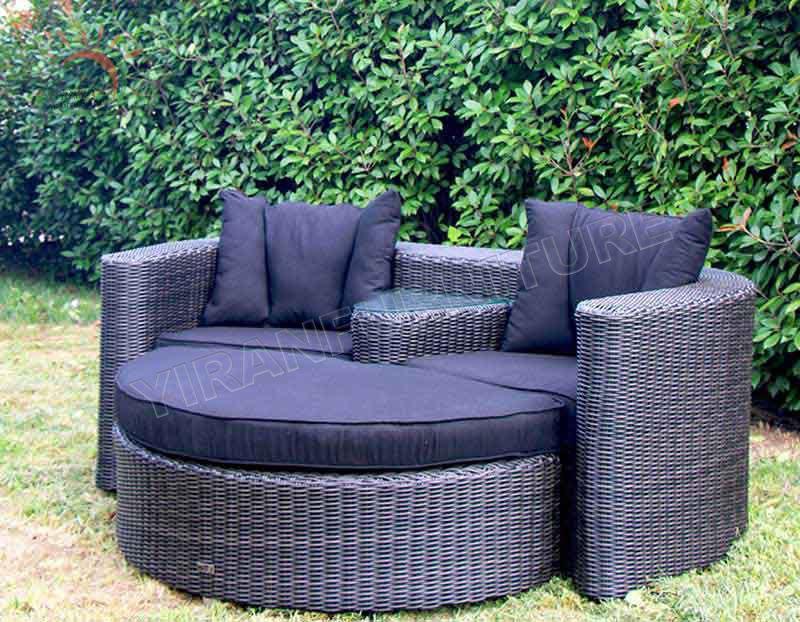 All Weather Waterproof Cushion Outdoor Furniture Round Sofa Rattan Daybed with Canopy